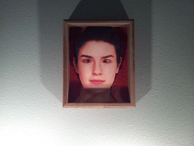 Tại sao nhân vật trong tranh vẽ, trong ảnh chụp luôn đưa mắt nhìn theo chúng ta? - Ảnh 2.