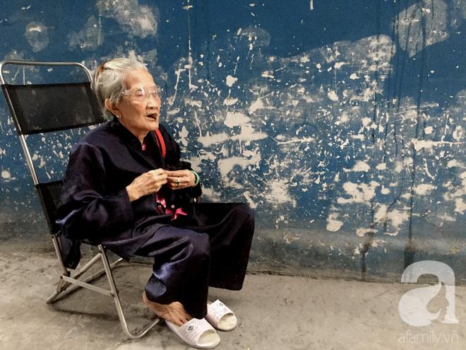 Xe bánh mì ngon nức tiếng Sài Gòn của bà Tư Trầu: 60 năm tuổi đời vẫn làm mê lòng những thực khách sành ăn - Ảnh 3.