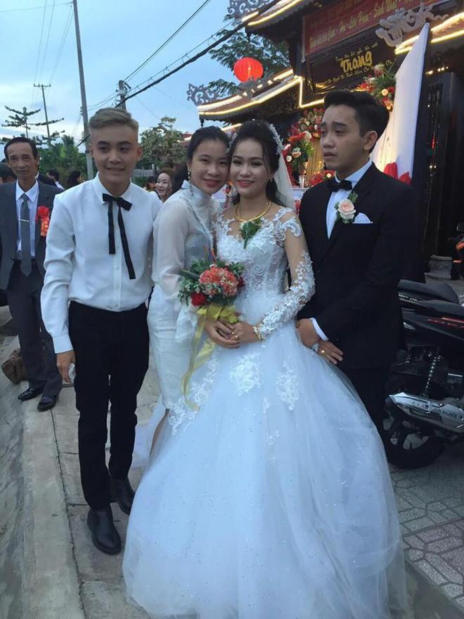 Hình ảnh chú rể khóc như mưa trong ngày cưới vì thương bố mẹ vợ đã gả con gái cho mình khiến cộng đồng mạng xôn xao - Ảnh 3.