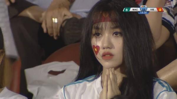 Nữ CĐV xinh đẹp từng gây 'bão mạng' cover Người lạ ơi để cổ vũ U23 Việt Nam - Ảnh 4.