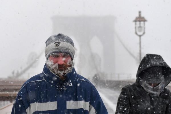 Nước Mỹ tê cứng trong 'bom bão tuyết': Người chết cóng, cá mập sốc nhiệt và hàng loạt ô tô 'biến mất' - Ảnh 22.
