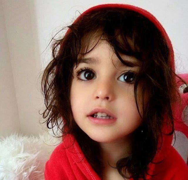 """Bé gái xinh đẹp nhất thế giới"""": Bố mẹ phải nghỉ việc, theo sát con vì sợ bị quấy rối - Ảnh 4."""