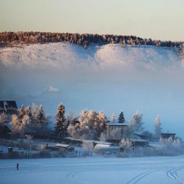 Trời lạnh -68 độ C ở ngôi làng lạnh nhất thế giới, những người này vẫn cởi trần bơi dưới sông - Ảnh 4.