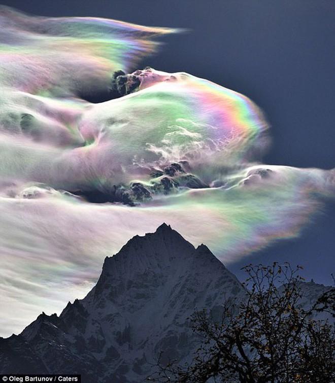 Hiện tượng mây kỳ ảo xuất hiện bất thình lình trên bầu trời nước Úc - Ảnh 4.