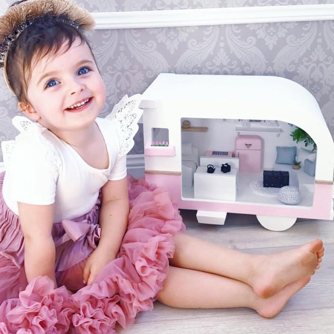 Cuộc sống xa xỉ của bé gái đẹp tựa thiên thần với tủ đồ hiệu mà mọi người lớn phải mơ ước - Ảnh 32.