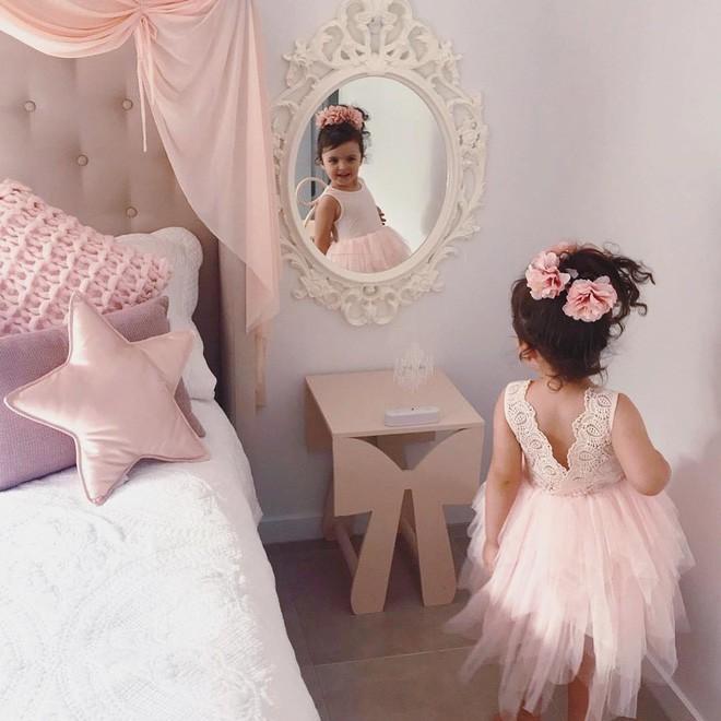 Cuộc sống xa xỉ của bé gái đẹp tựa thiên thần với tủ đồ hiệu mà mọi người lớn phải mơ ước - Ảnh 36.