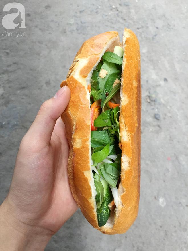 Xe bánh mì ngon nức tiếng Sài Gòn của bà Tư Trầu: 60 năm tuổi đời vẫn làm mê lòng những thực khách sành ăn - Ảnh 5.