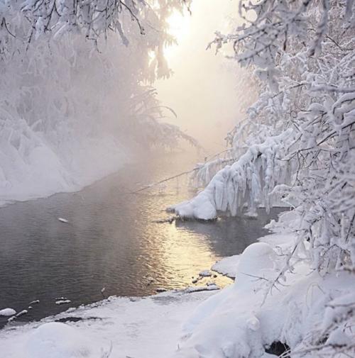 Trời lạnh -68 độ C ở ngôi làng lạnh nhất thế giới, những người này vẫn cởi trần bơi dưới sông - Ảnh 5.