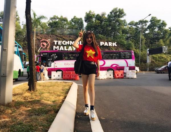 Nữ CĐV xinh đẹp từng gây 'bão mạng' cover Người lạ ơi để cổ vũ U23 Việt Nam - Ảnh 6.