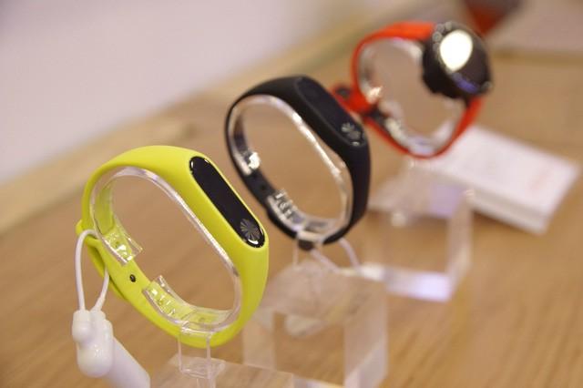Hàng trăm người xếp hàng mua sản phẩm Xiaomi tại cửa hàng Mi Store đầu tiên tại Việt Nam - Ảnh 6.