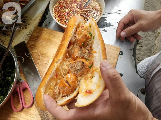 Xe bánh mì ngon nức tiếng Sài Gòn của bà Tư Trầu: 60 năm tuổi đời vẫn làm mê lòng những thực khách sành ăn - Ảnh 6.