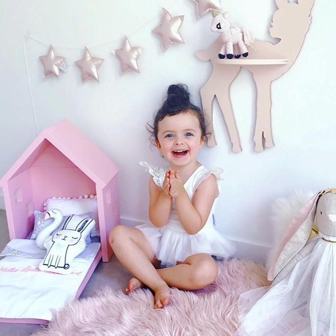 Cuộc sống xa xỉ của bé gái đẹp tựa thiên thần với tủ đồ hiệu mà mọi người lớn phải mơ ước - Ảnh 7.