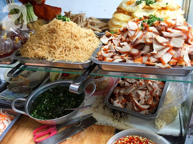 Xe bánh mì ngon nức tiếng Sài Gòn của bà Tư Trầu: 60 năm tuổi đời vẫn làm mê lòng những thực khách sành ăn - Ảnh 7.