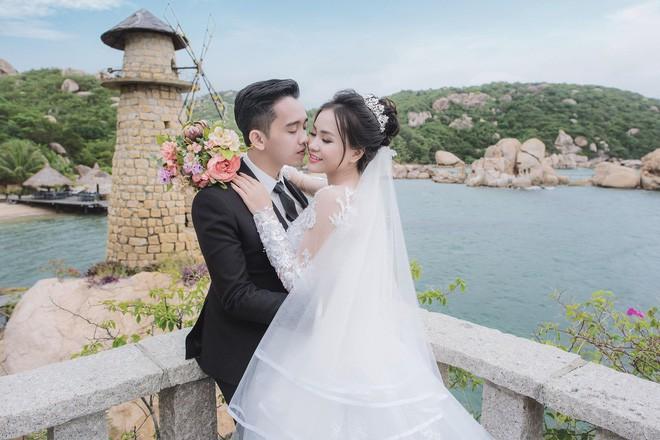 Hình ảnh chú rể khóc như mưa trong ngày cưới vì thương bố mẹ vợ đã gả con gái cho mình khiến cộng đồng mạng xôn xao - Ảnh 7.