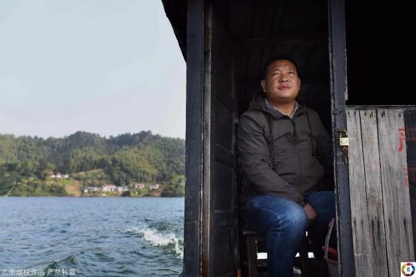 Cựu sinh viên y quyết ở lại vùng quê hẻo lánh chữa bệnh cho dân làng suốt 18 năm vì lý do không tưởng - Ảnh 8.