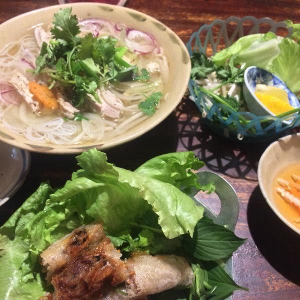Nhà hàng Việt cực chất giữa thủ đô Tokyo: Mang cả xích lô, xe đẩy bánh mì, cốc thủy tinh từ Việt Nam sang! - Ảnh 8.