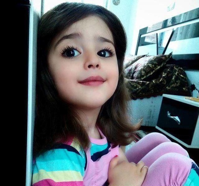 """Bé gái xinh đẹp nhất thế giới"""": Bố mẹ phải nghỉ việc, theo sát con vì sợ bị quấy rối - Ảnh 9."""