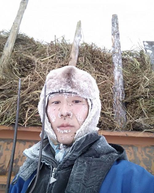 Trời lạnh -68 độ C ở ngôi làng lạnh nhất thế giới, những người này vẫn cởi trần bơi dưới sông - Ảnh 10.