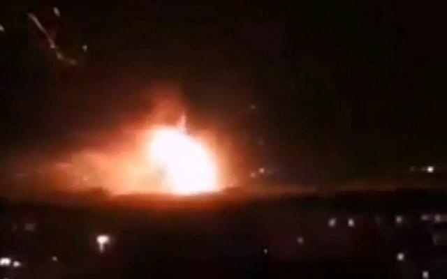 Israel tấn công Syria, thủ đô Damascus chìm trong khói lửa - PK đã khai hỏa - Ảnh 2.
