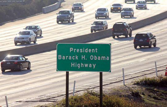 Mỹ: Đường Obama, trường Obama, sân bay Obama... và còn gì nữa? - Ảnh 1.