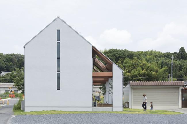 Ngôi nhà cấp 4 ở Nhật có mái hiên rộng để che nắng mưa, cảm nhận vị ấm của hạnh phúc gia đình - Ảnh 1.