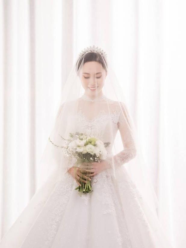 Cận ngày trọng đại, NSND Trung Hiếu mới chịu hé lộ ảnh cưới lãng mạn cùng bà xã kém gần 2 con giáp - Ảnh 5.