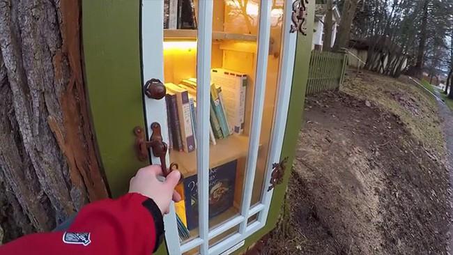 Hi sinh cây cổ thụ trăm tuổi cạnh nhà, người phụ nữ xây dựng thành một thư viện đầu tiên cho cả khu dân cư - Ảnh 6.