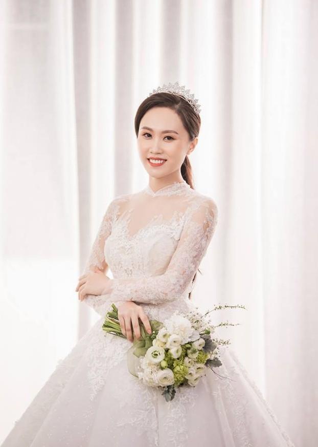 Cận ngày trọng đại, NSND Trung Hiếu mới chịu hé lộ ảnh cưới lãng mạn cùng bà xã kém gần 2 con giáp - Ảnh 8.