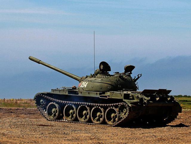 Xe tăng Nga gầm rú ở Syria: Có một loại chủ lực khiến khủng bố kinh hồn bạt vía - Ảnh 1.