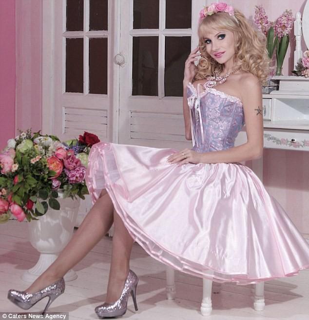 Đối thủ của Ngân Anh tại HH Liên lục địa: Là búp bê Barbie sống, tuổi 25 nhan sắc như U50 - Ảnh 3.