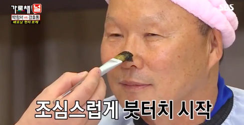 HLV Park Hang Seo chịu chơi hoá thỏ hồng cute trên show truyền hình của Hàn Quốc - Ảnh 2.
