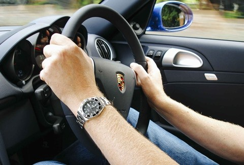 Những điều cấm kỵ trong khi điều khiển ôtô - Ảnh 10.