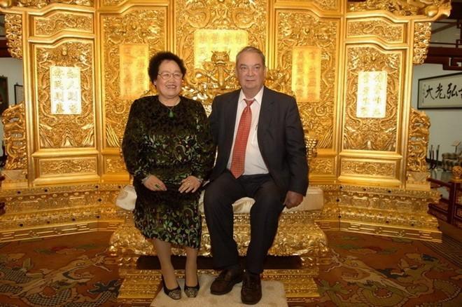 Ánh mắt dịu dàng Đường Tăng dành cho vợ tỷ phú và mối tình đẹp bất chấp tuổi tác suốt 28 năm - Ảnh 6.