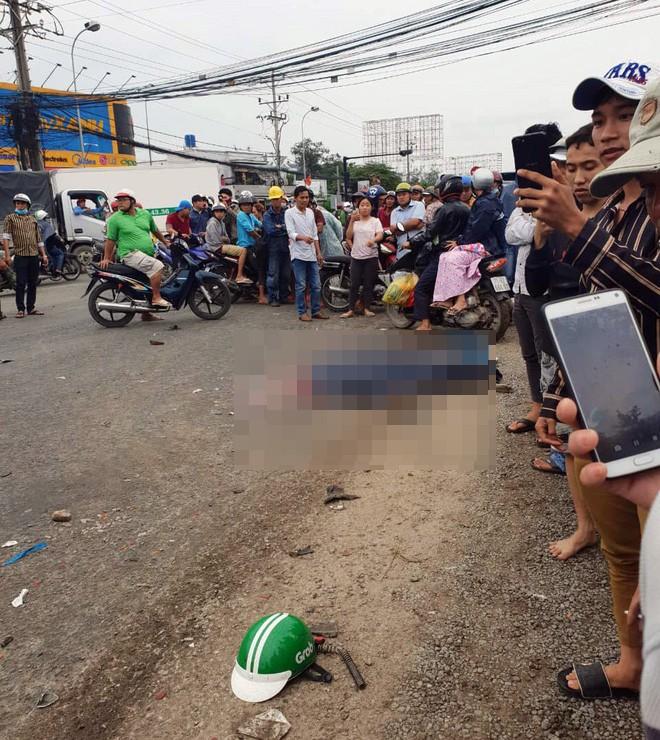 Vụ tai nạn kinh hoàng ở Long An: Chiếc xe container tông thẳng vào, không ai kịp trở tay - Ảnh 5.