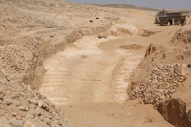 Phát hiện khảo cổ dị nhất 2018: Quan tài nặng gần 30 tấn chứa hài cốt, chất lỏng kỳ lạ - Ảnh 3.