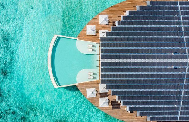 Tham quan khu nghỉ dưỡng xa hoa trên đảo nhân tạo với hệ thống pin Mặt Trời ngay trên mái nhà tại Maldives - Ảnh 2.