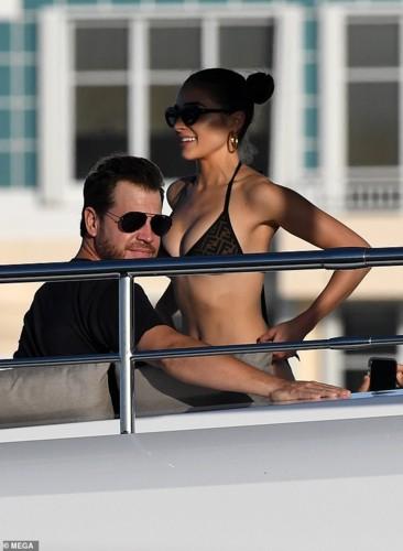 Hoa hậu Olivia Culpo diện bikini, thả sức vui đùa trên du thuyền - Ảnh 6.