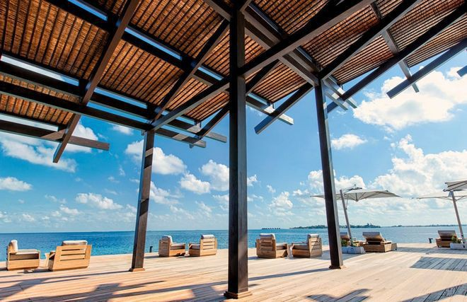 Tham quan khu nghỉ dưỡng xa hoa trên đảo nhân tạo với hệ thống pin Mặt Trời ngay trên mái nhà tại Maldives - Ảnh 8.
