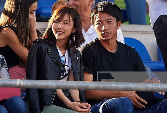 Nhan sắc nóng bỏng của nữ diễn viên là bà xã tiền vệ đáng xem nhất tuyển Nhật ở Asian Cup - Ảnh 2.
