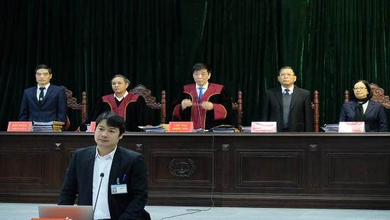 Dàn lãnh đạo Công ty Lọc hóa dầu Bình Sơn hầu tòa - Ảnh 1.
