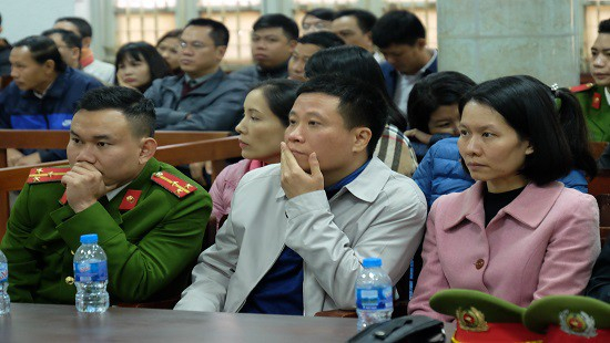 Dàn lãnh đạo Công ty Lọc hóa dầu Bình Sơn hầu tòa - Ảnh 4.
