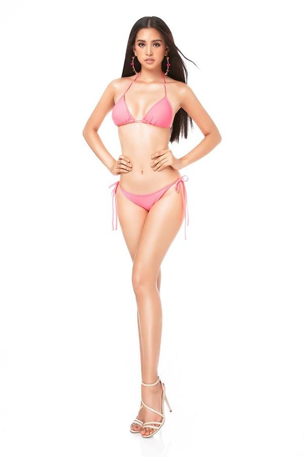 Hoa hậu Tiểu Vy ngày càng chuộng mốt gợi cảm - Ảnh 2.