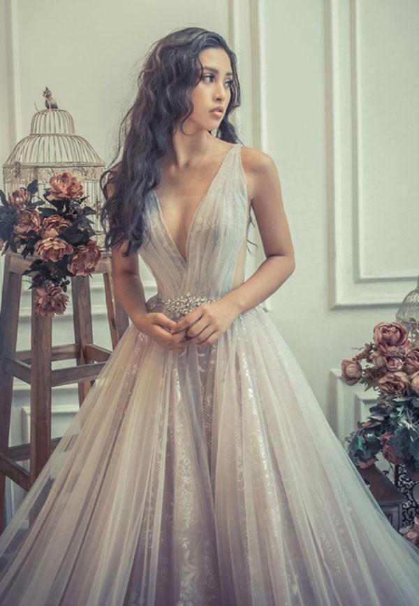 Hoa hậu Tiểu Vy ngày càng chuộng mốt gợi cảm - Ảnh 6.