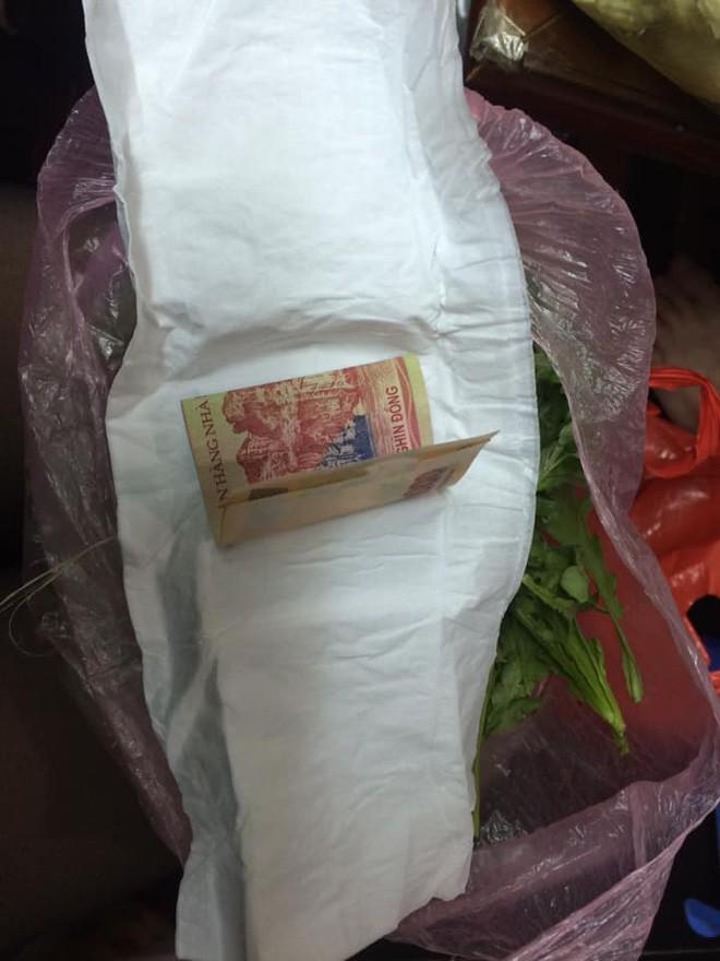 Tờ 200k gói trong bó rau từ quê gửi lên cho con gái cùng câu chuyện cảm động về tình mẹ - Ảnh 3.