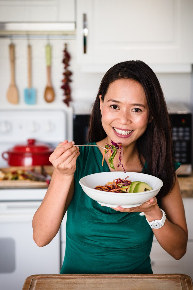 Thực đơn 10 ngày ăn sạch giúp giảm mỡ bụng, thanh lọc cơ thể của cô gái Việt nhưng là bà nội trợ kiểu Mỹ - Ảnh 1.