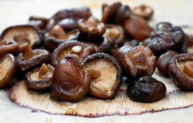 Bồi bổ sức khỏe, chữa bách bệnh với nấm hương, chuyên gia Đông y bật mí bài thuốc quý từ thực phẩm này - Ảnh 1.
