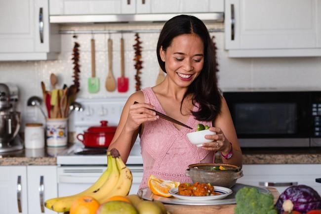 Thực đơn 10 ngày ăn sạch giúp giảm mỡ bụng, thanh lọc cơ thể của cô gái Việt nhưng là bà nội trợ kiểu Mỹ - Ảnh 3.
