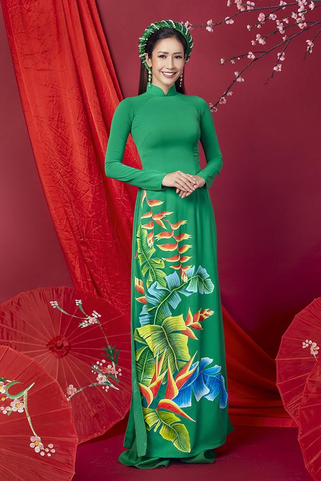 Hoa hậu Phan Thu Quyên khoe nhan sắc xinh đẹp khi diện áo dài  - Ảnh 3.