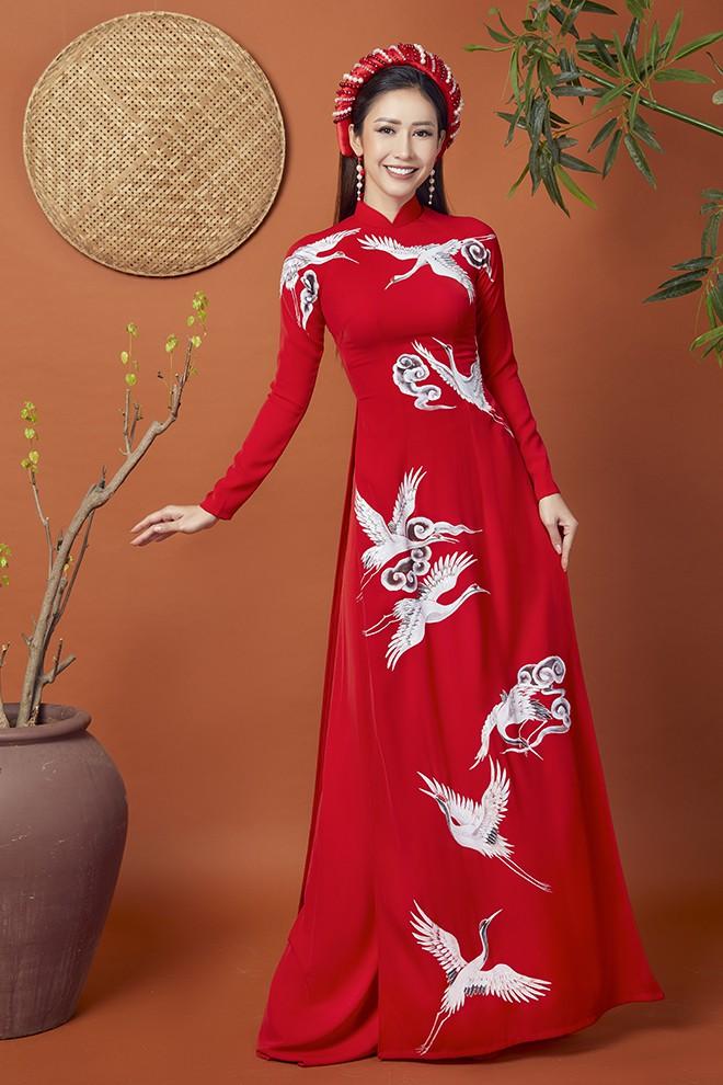 Hoa hậu Phan Thu Quyên khoe nhan sắc xinh đẹp khi diện áo dài  - Ảnh 2.