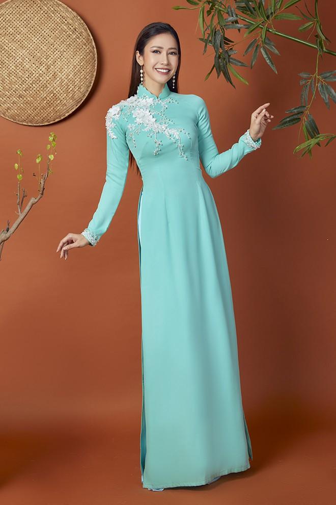 Hoa hậu Phan Thu Quyên khoe nhan sắc xinh đẹp khi diện áo dài  - Ảnh 1.